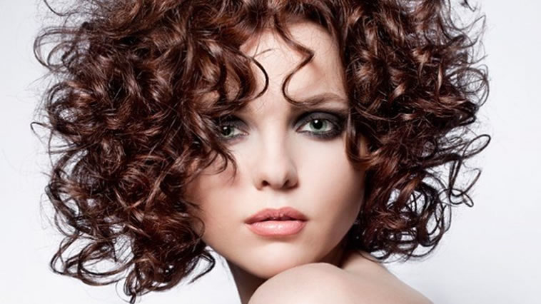 Short haircuts for women curly hair
