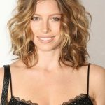 Best-Medium-Length-Wavy-Hairstyles-for-Women-Over-40.jpeg